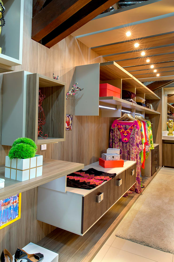Closet Colorido: Espaços comerciais  por Bruno Sgrillo Arquitetura