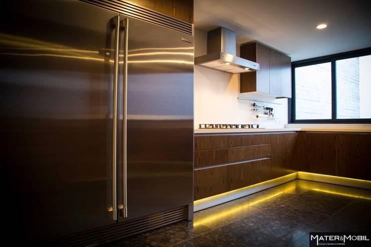 Cocina Reforma Monte Blanco: Cocinas de estilo  por Mater & Mobil