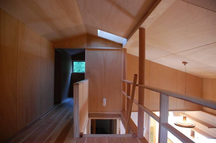 奏でるsumai: 一級建築士事務所アトリエ樫が手掛けた廊下 & 玄関です。