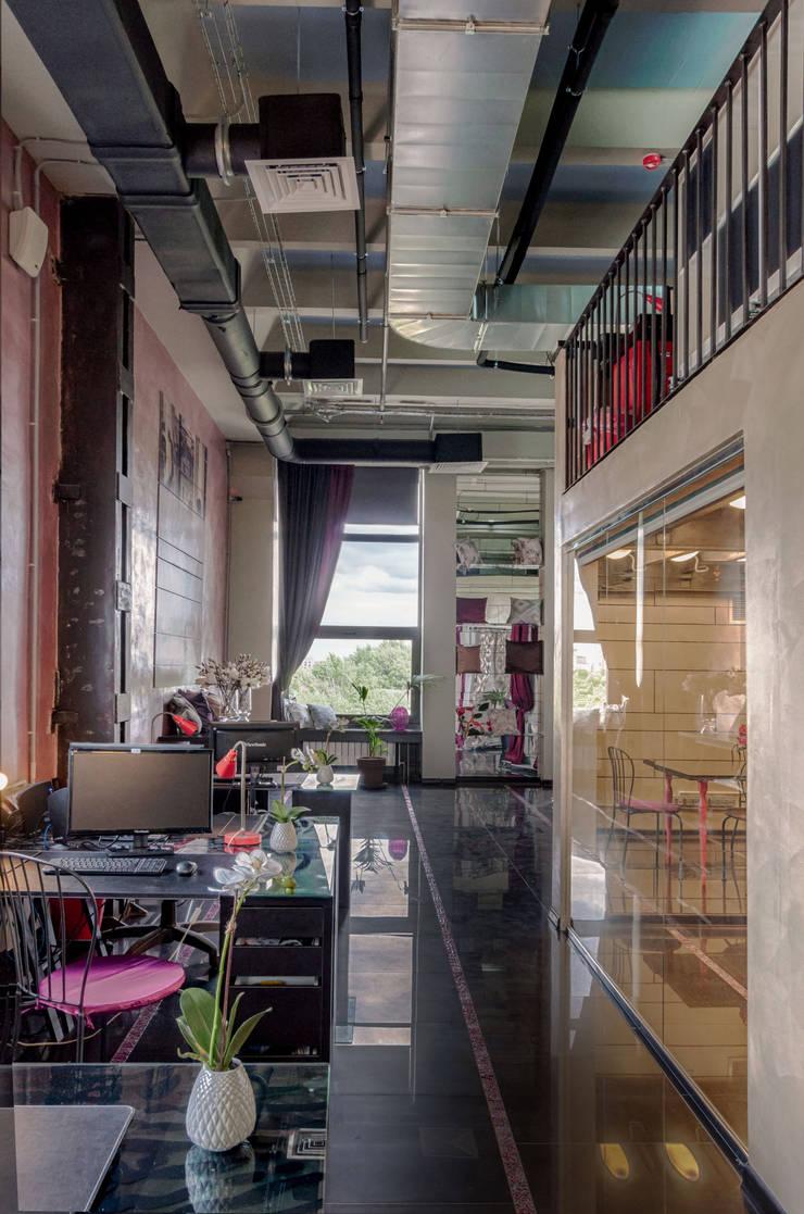 Офисно-выставочное пространство. Шоурум «ARTTEX Сoncept» и «TOSO» в Центре дизайна «Artplay»: Офисы и магазины в . Автор – Бюро Акимова и Топорова