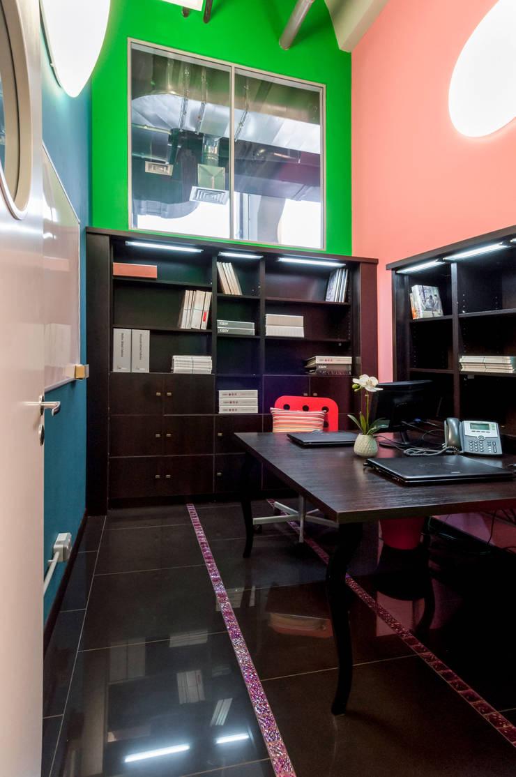 Офисно-выставочное пространство. Шоурум «ARTTEX Сoncept» и «TOSO» в Центре дизайна «Artplay»: Офисные помещения в . Автор – Бюро Акимова и Топорова