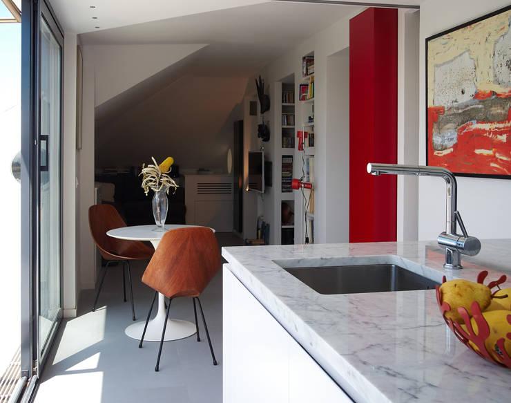 Loft Parco Nomentano - Roma: Cucina in stile in stile Moderno di in&outsidesign