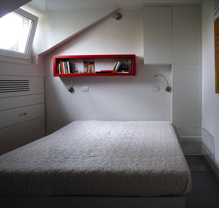 Loft Parco Nomentano - Roma: Camera da letto in stile in stile Moderno di in&outsidesign