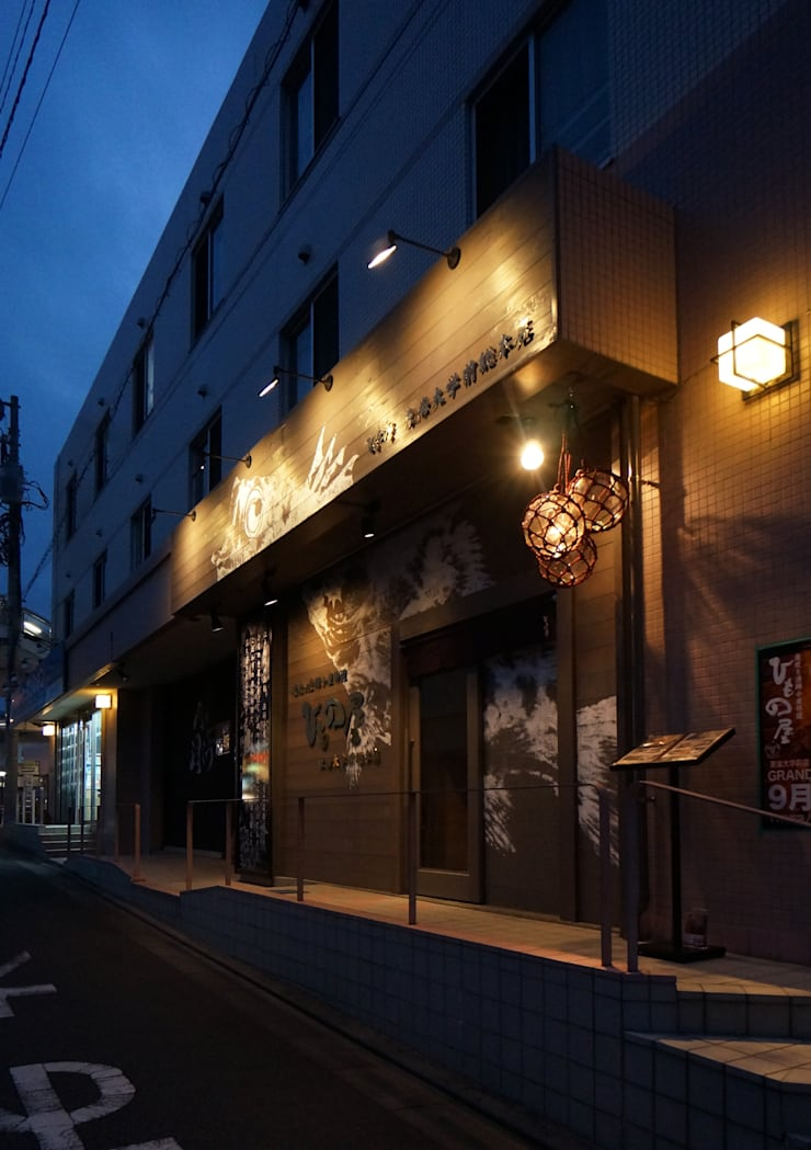 FACADE-2: 株式会社DESIGN STUDIO CROWが手掛けたレストランです。,モダン