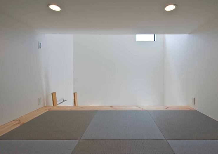 ロフト: Unico design一級建築士事務所が手掛けた和室です。