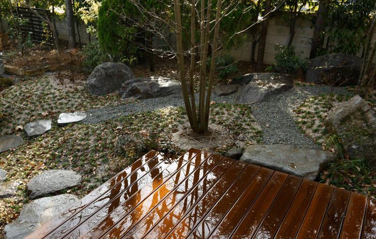 庭: 竹内建築設計事務所が手掛けた庭です。