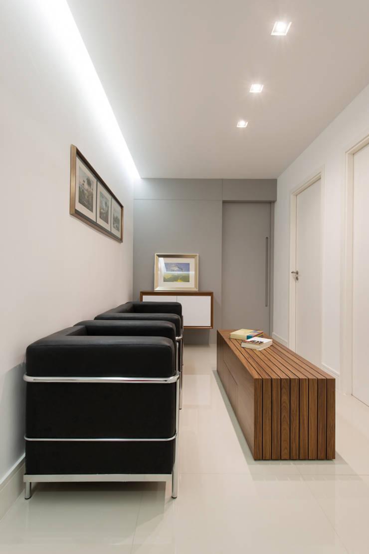 Clínica de Psicologia - Neo Super Quadra: Clínicas  por DOM Arquitetura e Interiores,Moderno