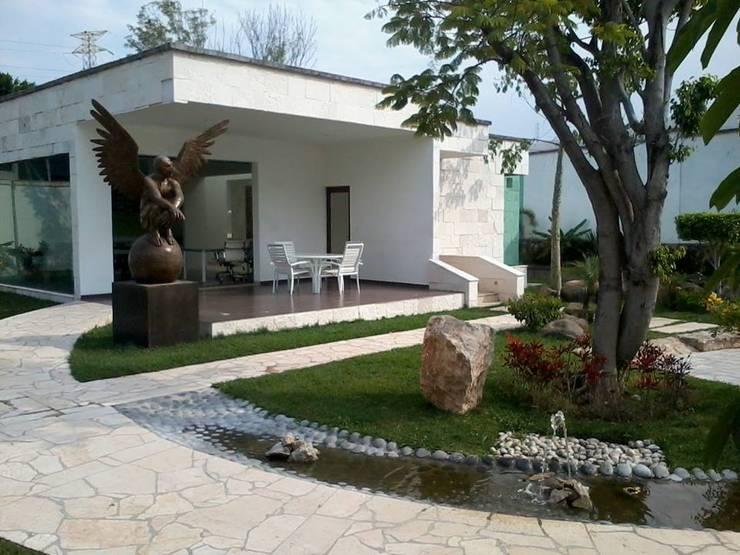 Bosques de Jiutepec: Saunas de estilo  por D&E-ARQUITECTURA
