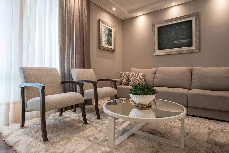 Apartamento B24: Salas de estar  por Saad.Ribeiro Arquitetura e Interiores