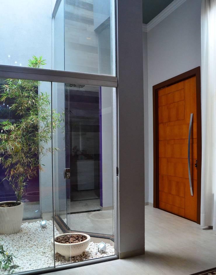 CASA LR : Jardins de inverno modernos por TRES MAIS arquitetura