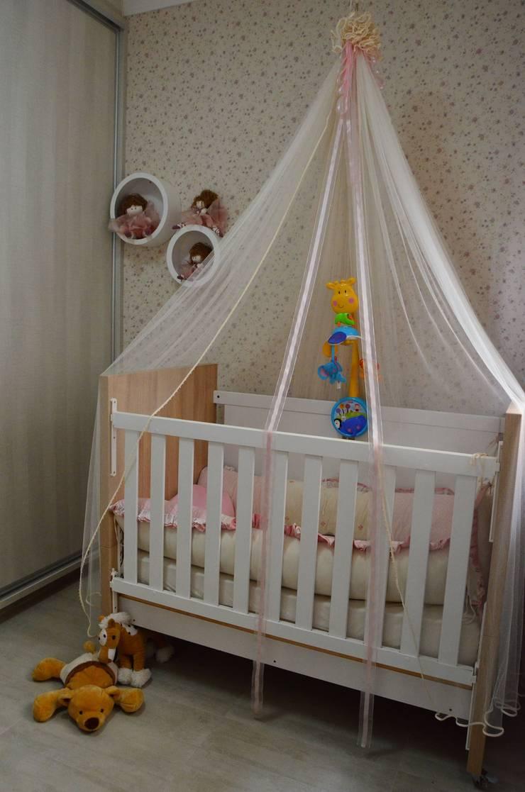 CASA LR : Quarto infantil  por TRES MAIS arquitetura