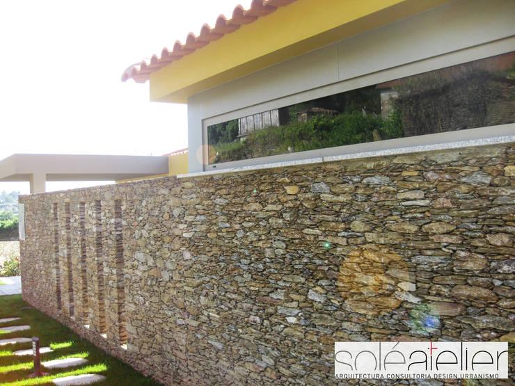 Casa de DÉM, Caminha: Casas  por SOLE ATELIER, LDA