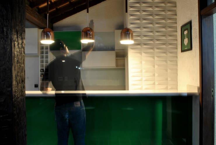 BORA | Casa BS: Cozinhas  por BORA Arquitetos Associados