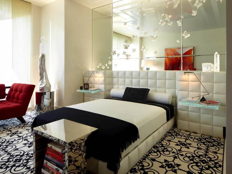 Панно из зеркал в спальне: Спальная комната  в . Автор – Pannoff