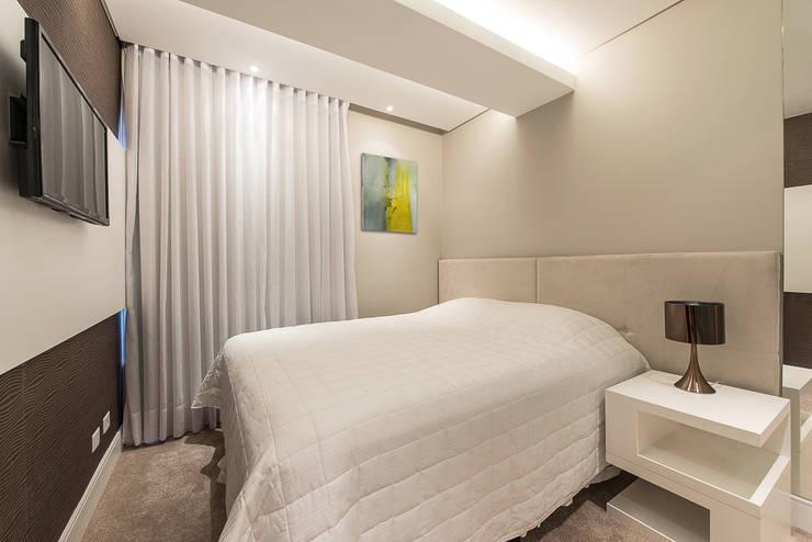 Apartamento em Curitiba – PR.: Quartos  por Saad.Ribeiro Arquitetura e Interiores,