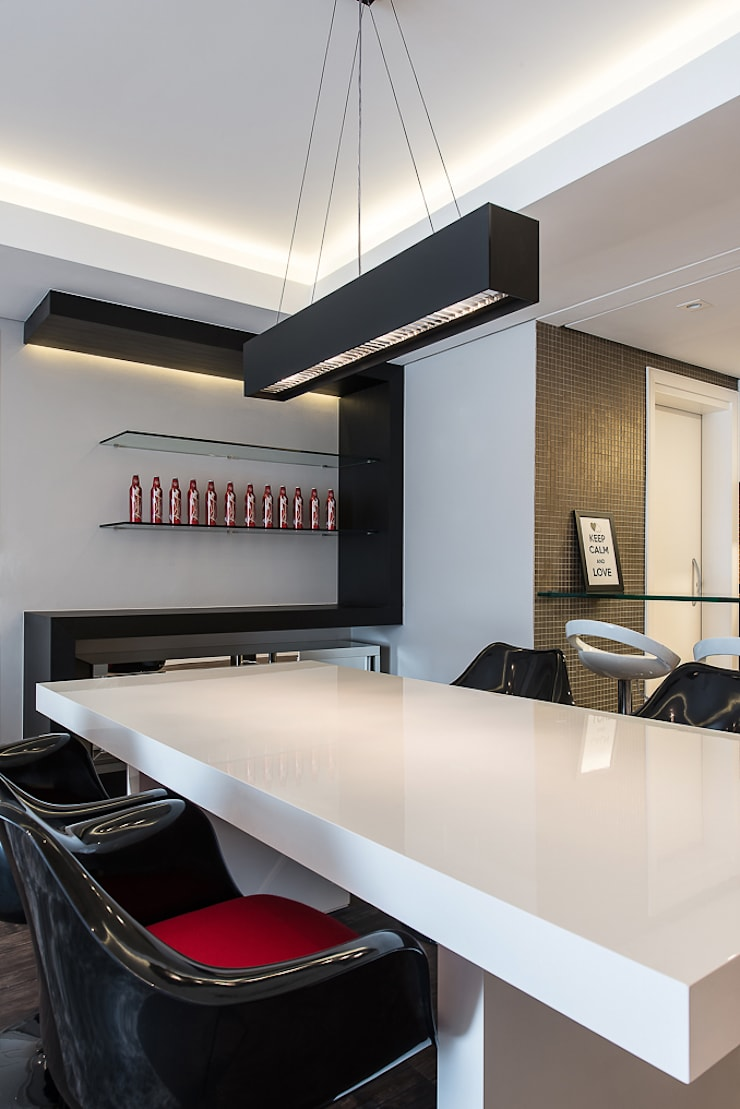 Apartamento em Curitiba – PR.: Salas de jantar  por Saad.Ribeiro Arquitetura e Interiores,