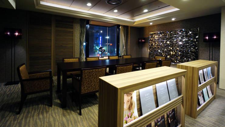 MEETING AREA-2: 株式会社DESIGN STUDIO CROWが手掛けたホテルです。
