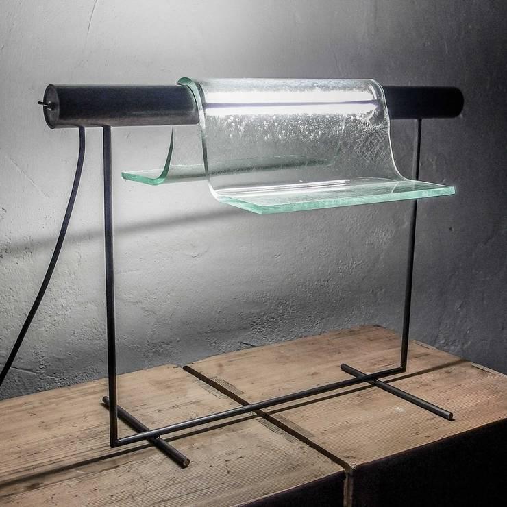Tube Light:   door Jaap Bontekoe, Minimalistisch Glas