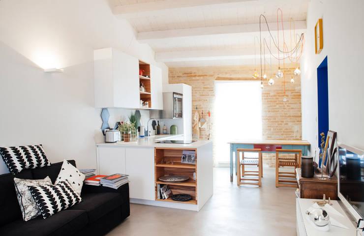 ห้องนั่งเล่น โดย Ossigeno Architettura, เมดิเตอร์เรเนียน