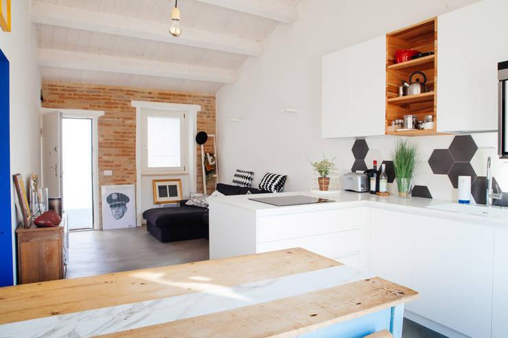 ห้องครัว โดย Ossigeno Architettura, เมดิเตอร์เรเนียน