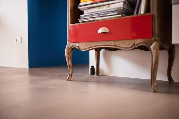 Living room by Ossigeno Architettura