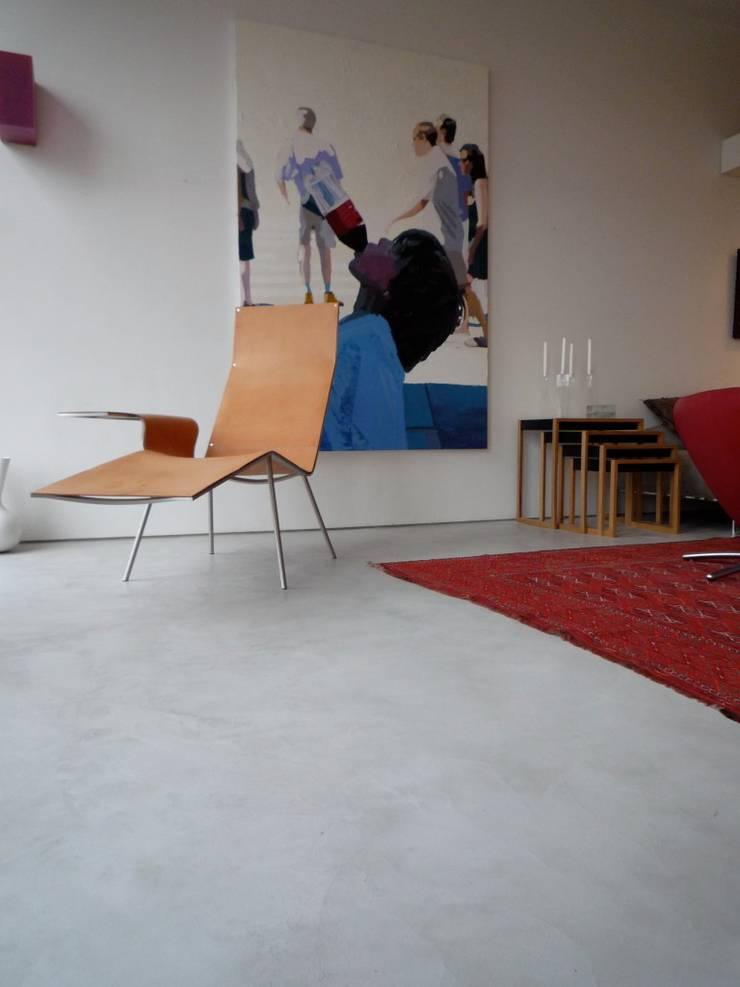 Woonkamer:  Woonkamer door Via eStudio bv, Modern