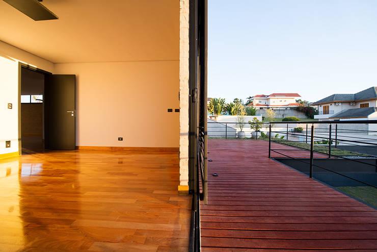 Casa_63: Quartos  por Sonne Müller Arquitetos,