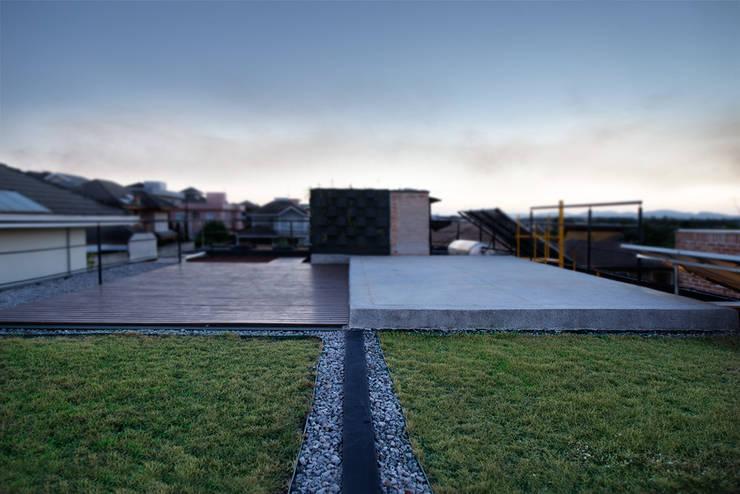 Casa_63: Terraços  por Sonne Müller Arquitetos,