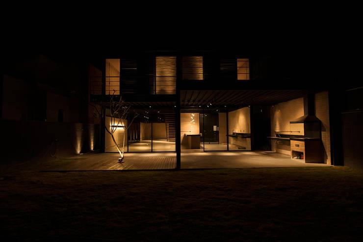 Casa_63: Casas  por Sonne Müller Arquitetos,