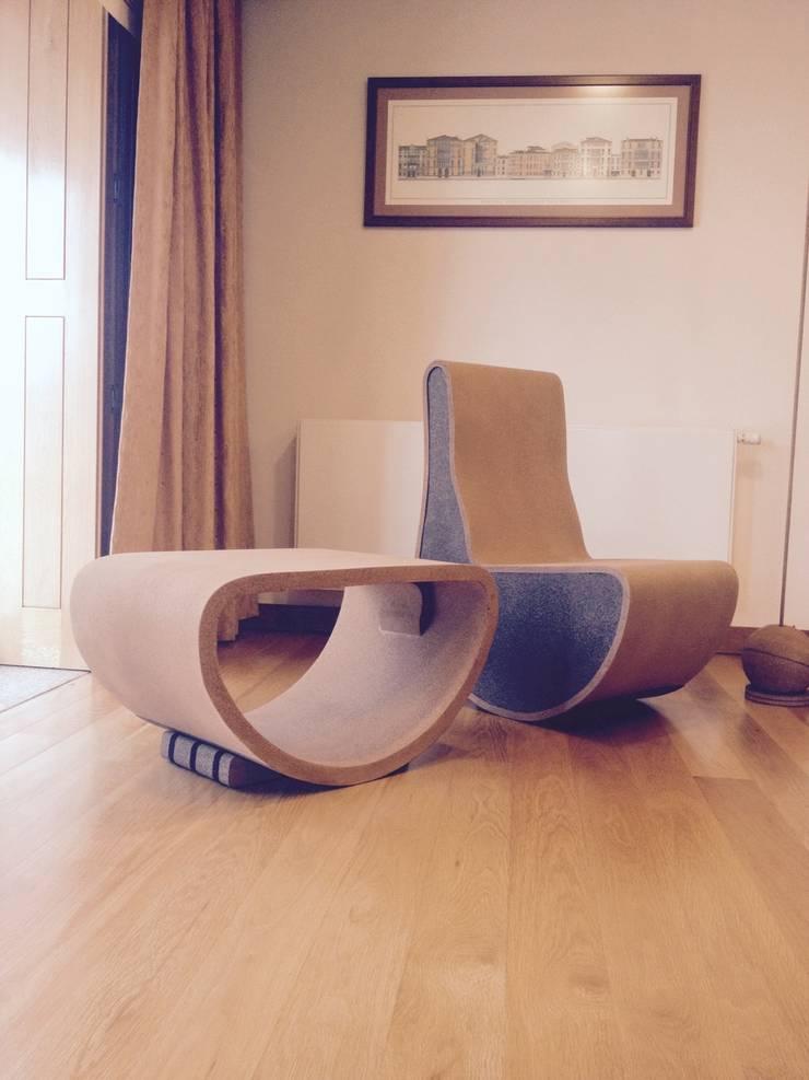 Conjunto de mesa, sofá e candeeiro em cortiça: Casa  por MinimalCork