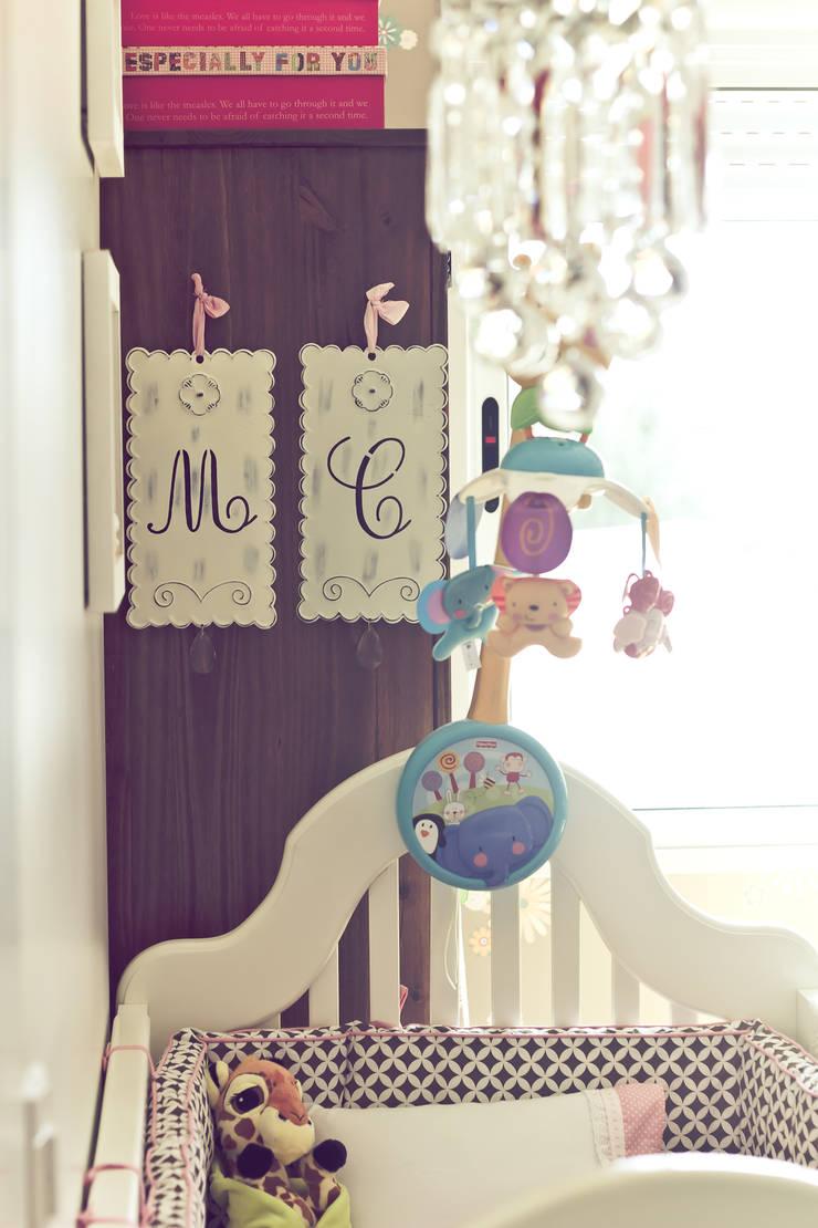 Quarto Bebê: Quarto infantil  por Vanessa Mondin _Arquitetura e Interiores,