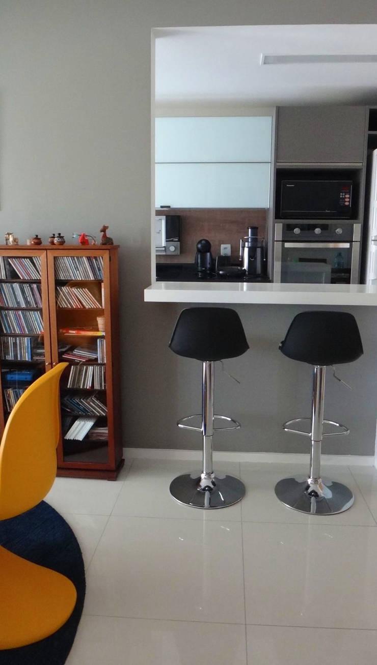 Modern kitchen by PdP Arquitetura Modern