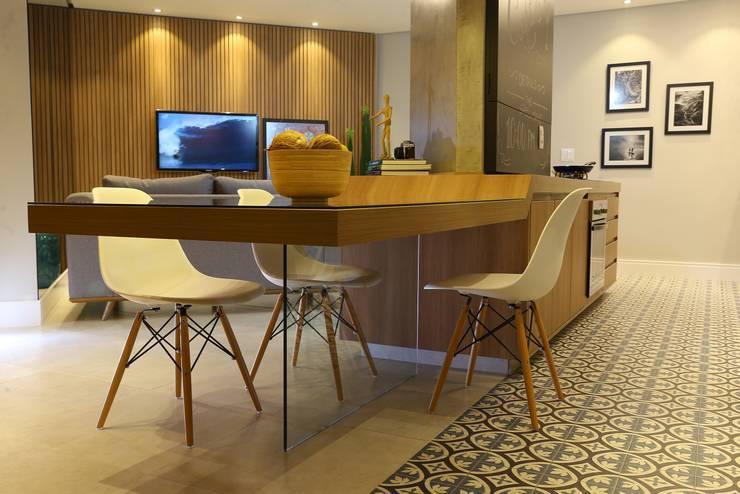 Apartamento DM: Salas de jantar modernas por Sonne Müller Arquitetos