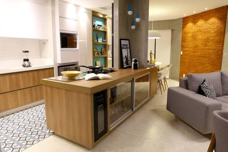 Apartamento DM: Cozinhas modernas por Sonne Müller Arquitetos