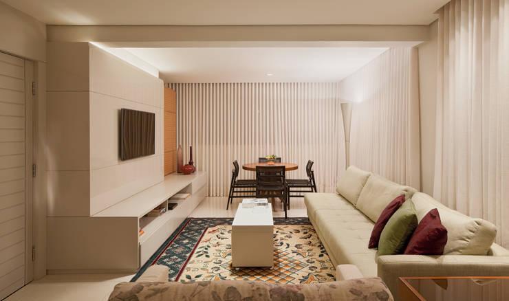 Living room by Dubal Arquitetura e Design