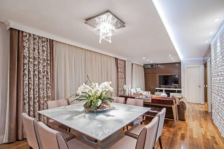 Dining room by Adriane Perotoni Arquitetura.Interiores,