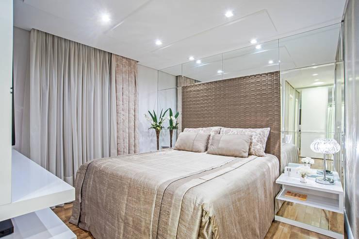 Bedroom by Adriane Perotoni Arquitetura.Interiores,