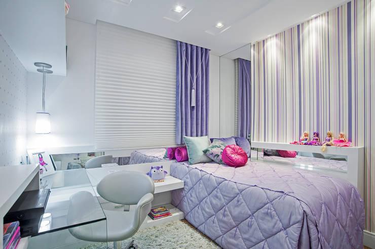 Nursery/kid's room by Adriane Perotoni Arquitetura.Interiores,