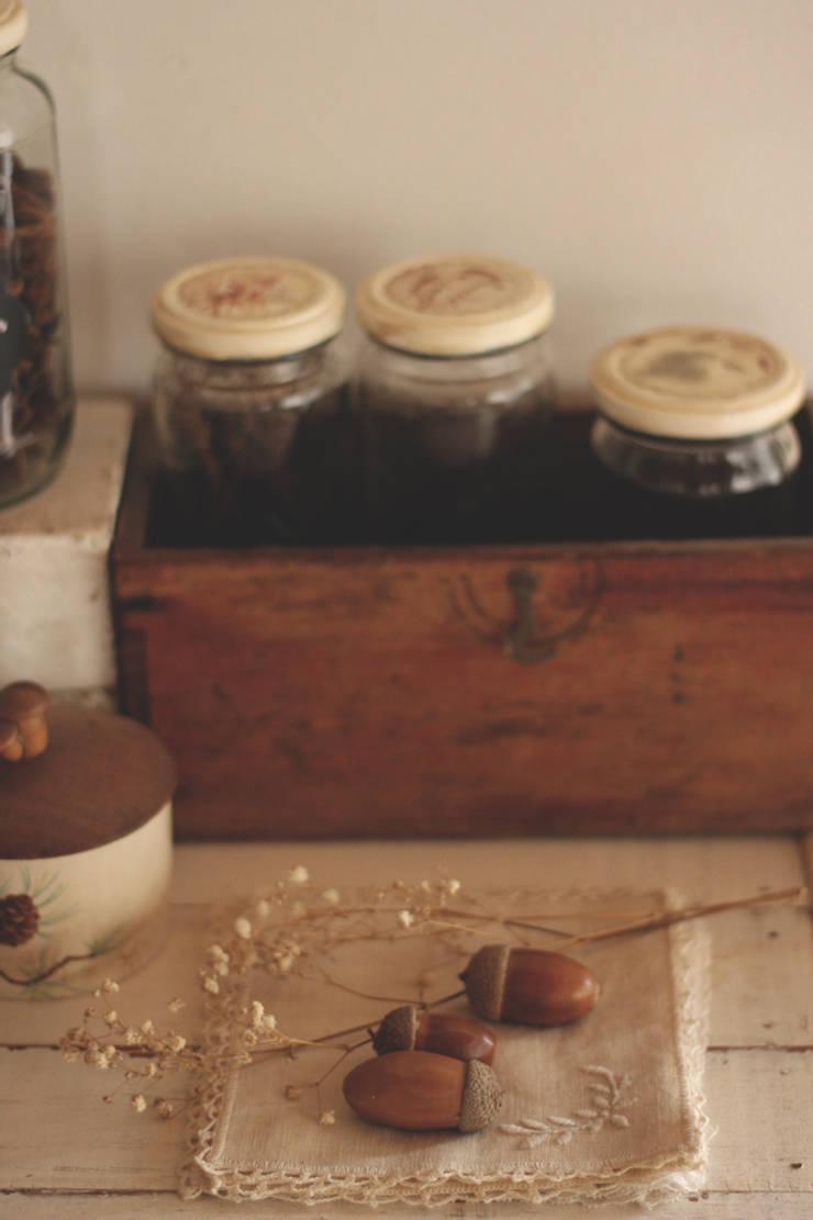 My Vintage Kitchen: Cocinas de estilo moderno por La Maison Boop!