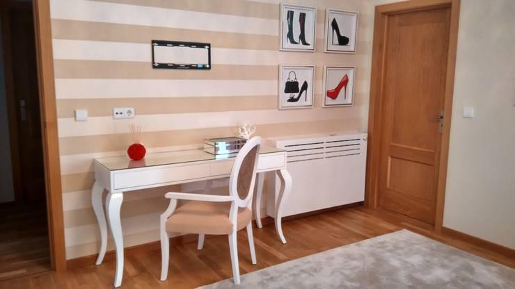 Dormitorios de estilo  de Andreia Louraço - Designer de Interiores (Contacto: atelier.andreialouraco@gmail.com)
