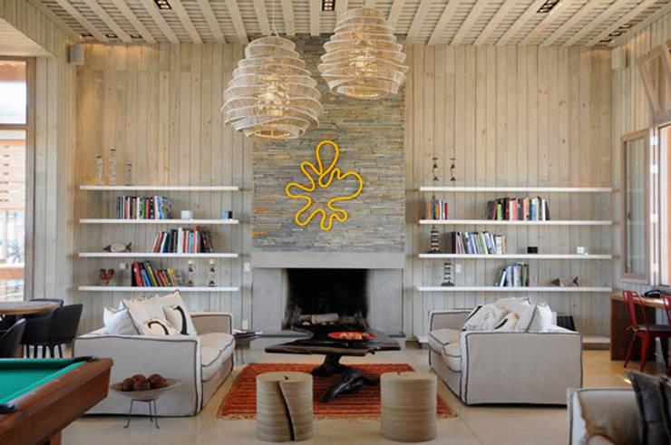 PROYECTO + BH1657: Livings de estilo  por Estudio Susana Villaverde
