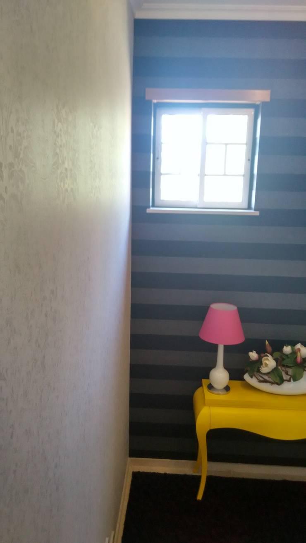 Decoração - Patamar de escadas by Andreia Louraço Design e Interiores: Corredores e halls de entrada  por Andreia Louraço - Designer de Interiores (Contacto: atelier.andreialouraco@gmail.com)