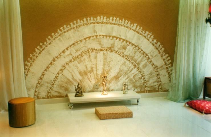 Budismo: Salas de estar ecléticas por CMSP Arquitetura + Design