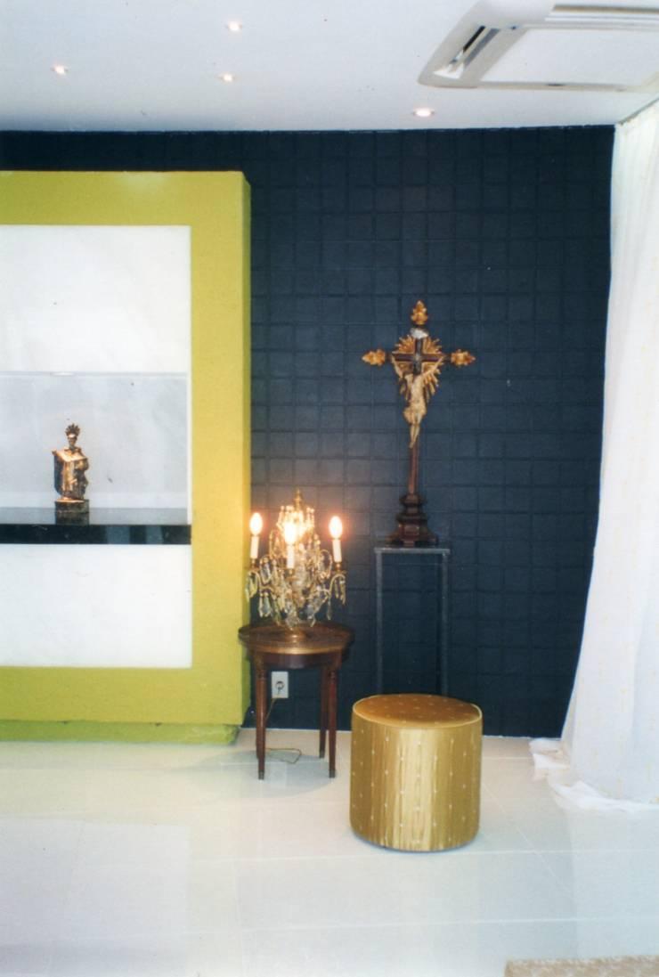 Catolicismo: Salas de estar ecléticas por CMSP Arquitetura + Design