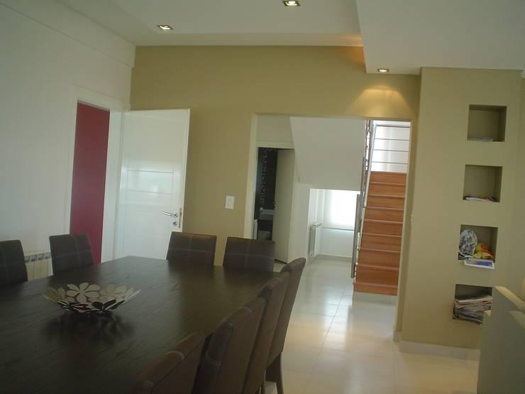 klasieke Eetkamer door Arquitectos Building M&CC - (Marcelo Rueda, Claudio Castiglia y Claudia Rueda)