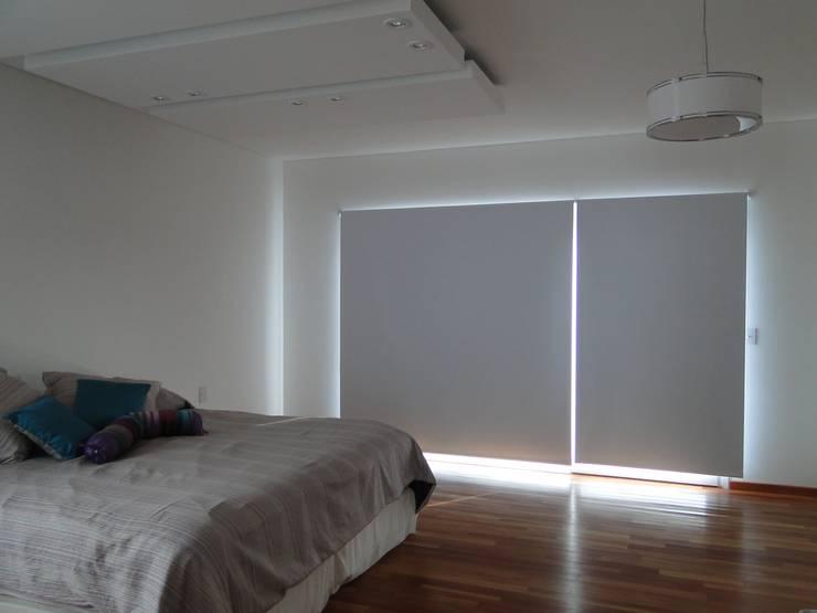 Casa en Los Alisos - Nordelta: Dormitorios de estilo clásico por Arquitectos Building M&CC - (Marcelo Rueda, Claudio Castiglia y Claudia Rueda)