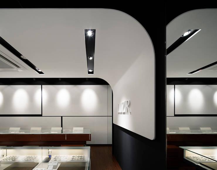 LUZIR: 藤村デザインスタジオ / FUJIMURA DESIGIN STUDIOが手掛けた和室です。,モダン 木 木目調