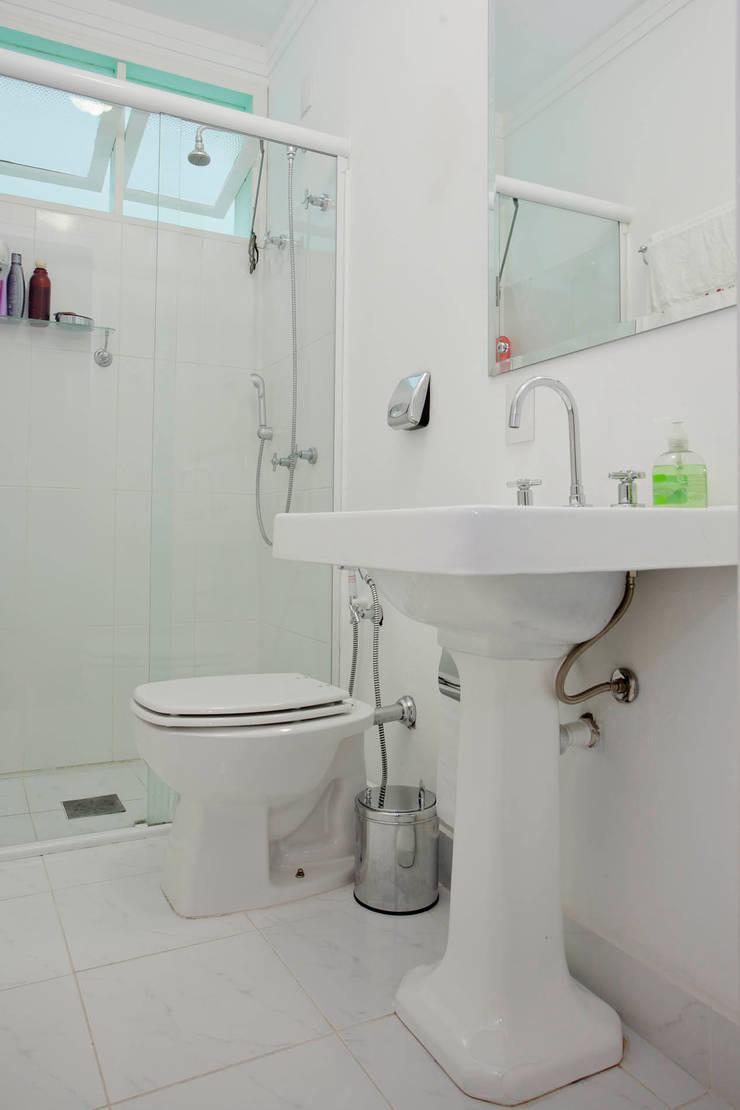 Baños de estilo  de CMSP Arquitetura + Design