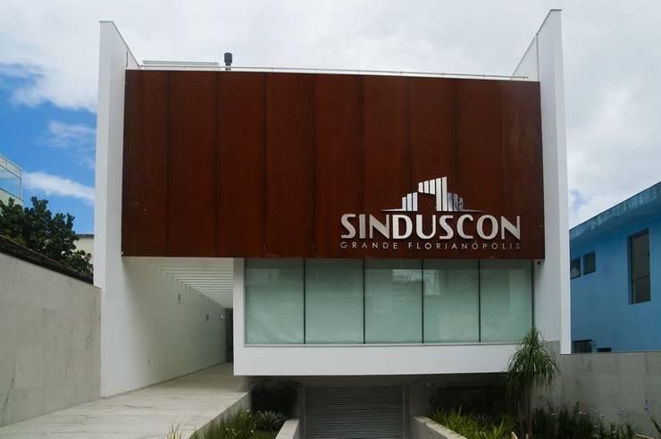 Fachada Feliciano Nunes Pires: Edifícios comerciais  por CMSP Arquitetura + Design