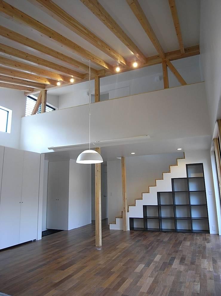 リビング・ダイニング: Unico design一級建築士事務所が手掛けたリビングです。,